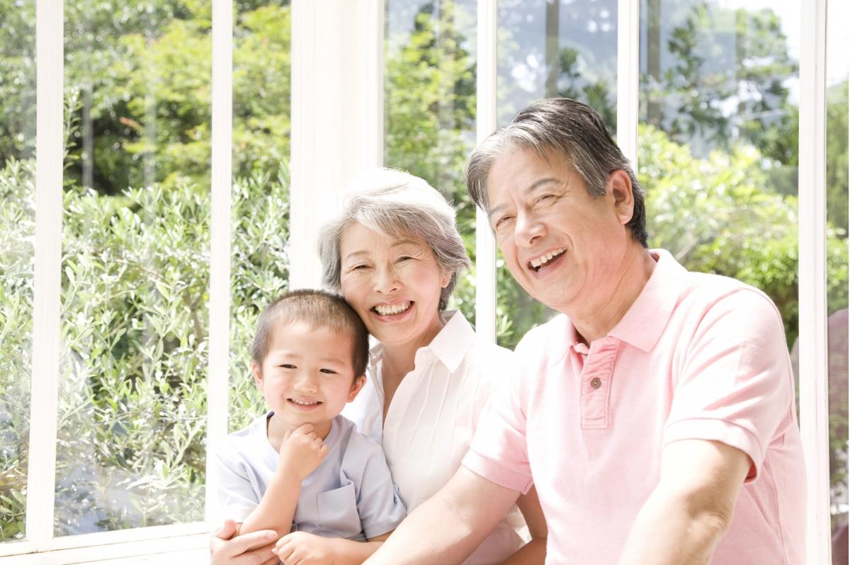 祖父母から孫への贈与 名義預金を回避するには生命保険を活用